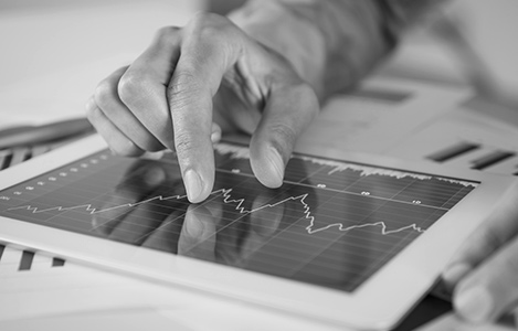 Tablette avec graphique financier