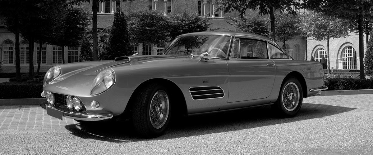 Voiture de luxe ancien modèle